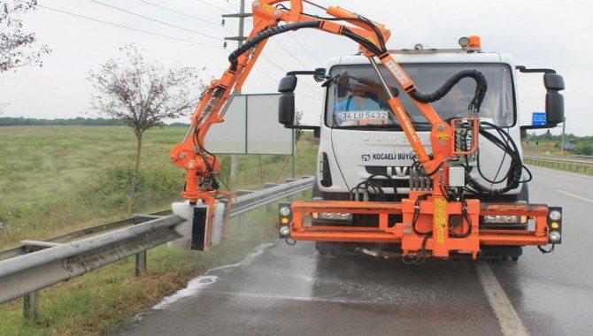 Photo of Kent genelinde yol kenarları temizleniyor