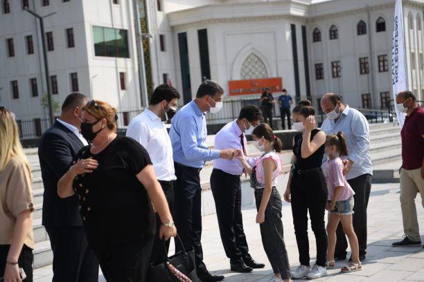 Kartepe Belediye Başkanı Av.M.Mustafa Kocaman'ın ev sahipliğinde ilçe bayramlaşması bu yıl ilk defa Kent Meydanı'nda gerçekleştirildi.