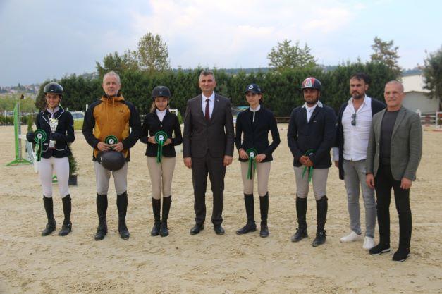 Atlı Spor'da Gençlik Spor Bakanlığı Engel Atlama Yarışması başladı